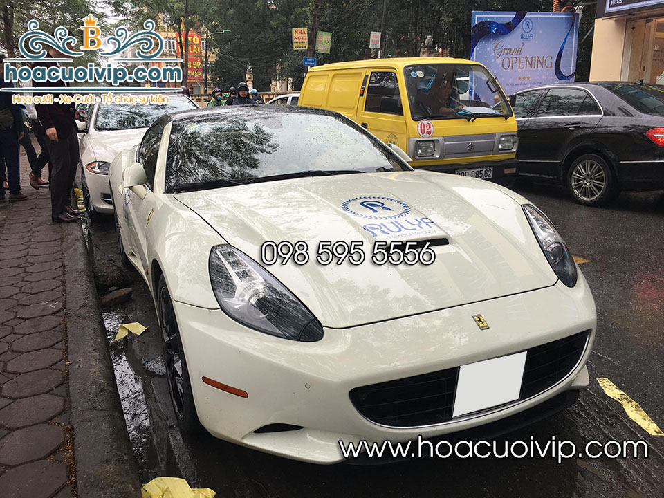 thuê xe cưới Ferrari màu trắng