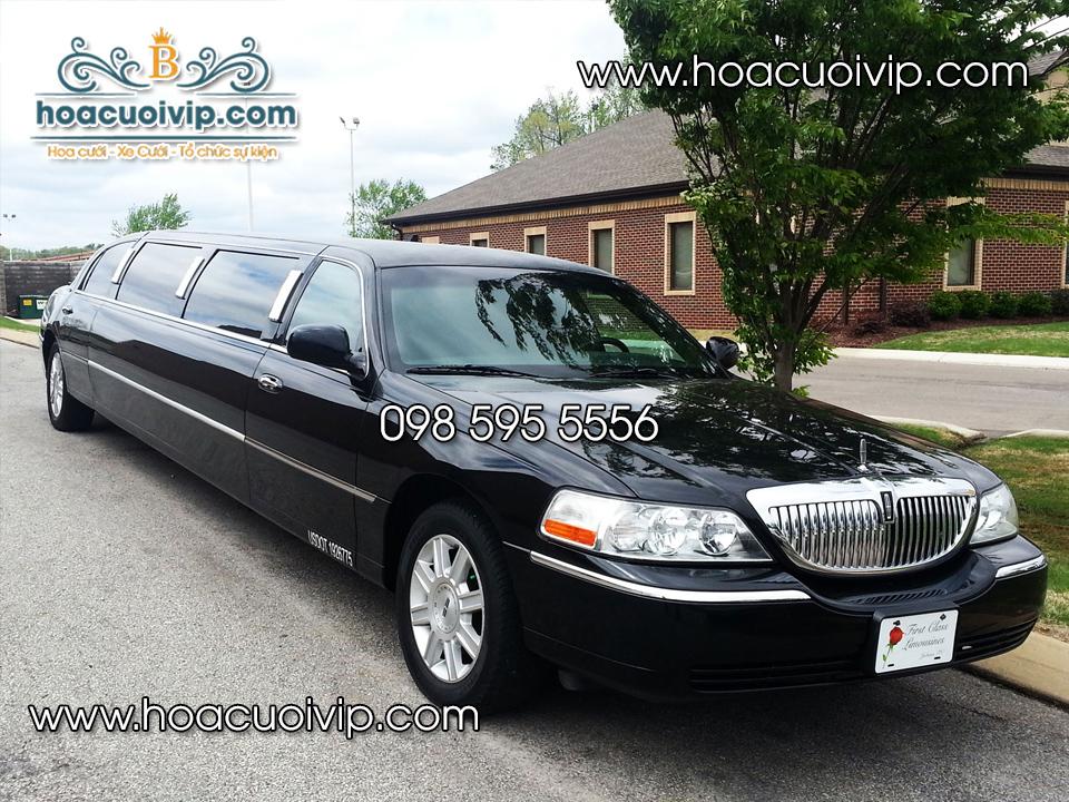 Thuê xe cưới lincoln limousin màu đen