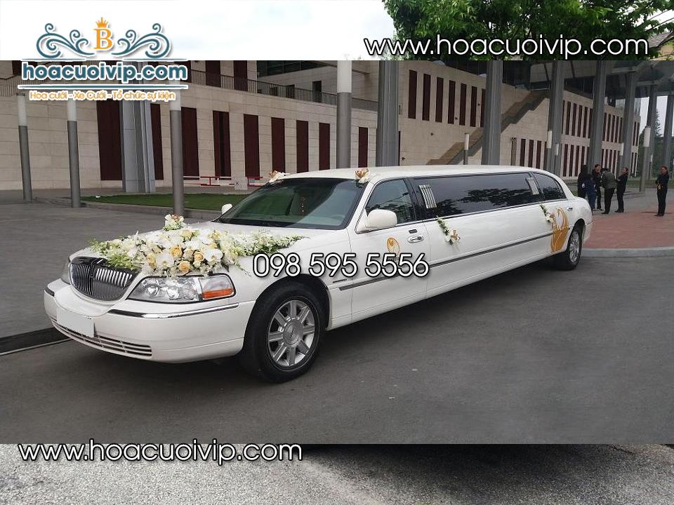 Thuê xe cưới lincoln limousin màu trắng