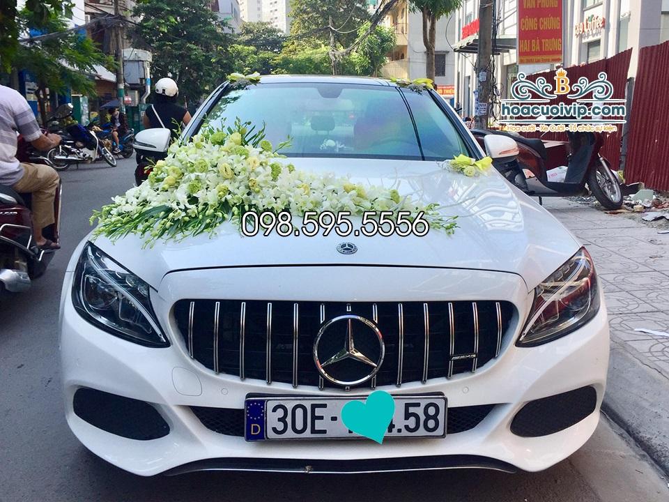 thuê xe cưới mercedes C300 2018 AMG màu trắng